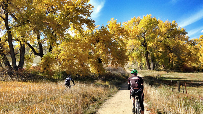 How Cyclists Can Manage the Fall Season