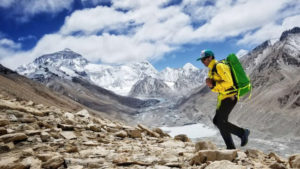 08207-adrian-ballinger-uphill-athlete-no-oxygen-everest-summit-scott-johnston-700x394